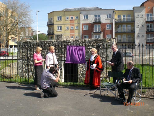 The Mayor of Southampton, Councillor Carol Cunio at the unveiling ceremony of the commemorative plaque for the Huguenot Settlement in Southampton. The plaque is at the small French Garden in Town Quay Park. image courtesy Will Temple.