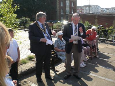 Chairman Arthur Jeffery invited the Mayor to unveil the plaque. Image Will Temple.