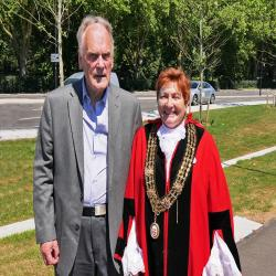 John Avery welcomes the Mayor of Southampton councillor Cathie McEwing to the Vokes Memorial Gardens [image courtesy Bruce Larner]