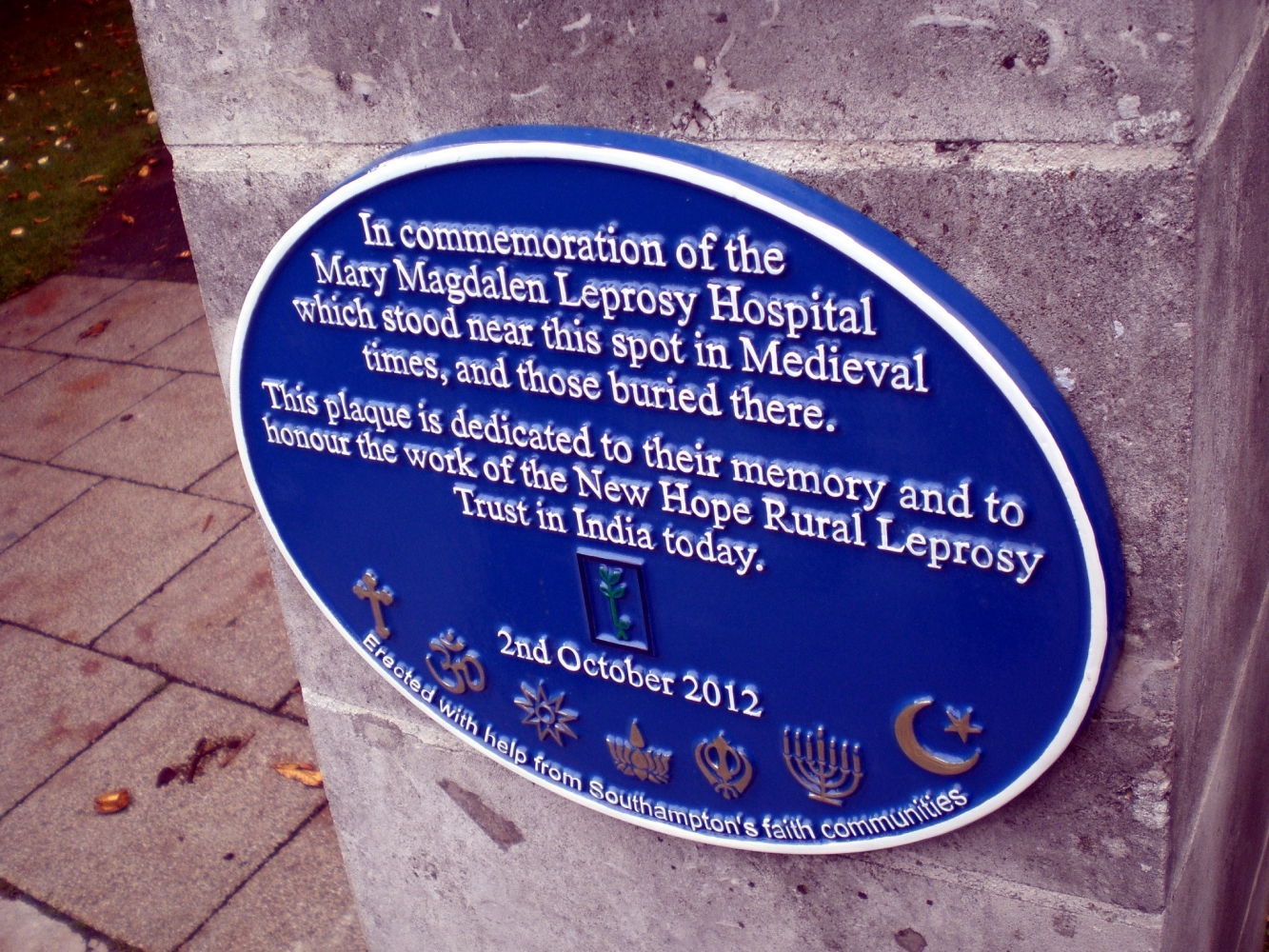 The new plaque placed on 2nd October 2012. Image Will Temple.